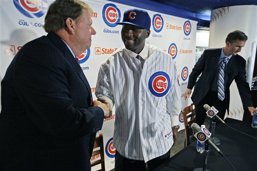 Chicago Cubs general manager Jim Hendry, left, introduces outfielder Milton Bradley as the newest member of the baseball team at a news conference Thursday, Jan. 8, 2008 in Chicago. Bradley, formally with the Texas Rangers, signed a three-year contract with the Cubs. (AP Photo/M. Spencer Green)